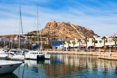 Mening van Alicante met jachten en restaurants Stock Fotografie
