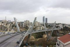 mening van Amman stad - Abdoun-het gebied en abdoun overbrugt - Hoogtepunt - mening van Amman stad Stock Foto