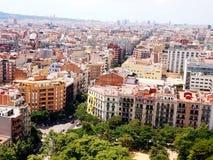 Mening van Barcelona, die van de hoogte van de Toren van Hartstocht in de Tempel van Sagrada Familia opent stock foto's