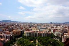 Mening van Barcelona, die van de hoogte van de Toren van Hartstocht in de Tempel van Sagrada Familia opent stock fotografie