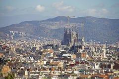 Mening van Barcelona met Sagrada Familia stock foto's