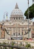 Mening van Basiliek van Heilige Peter en Straat via della Conciliazione, Rome Royalty-vrije Stock Afbeeldingen