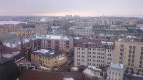 mening van Bauman-straat in Kazan, van klokketoren van de Kathedraal, de kerk en het Kremlin Kazan, Tatarstan, Rusland royalty-vrije stock afbeeldingen