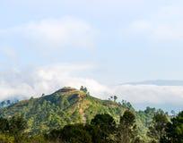 Mening van berg op blauwe hemel Royalty-vrije Stock Afbeelding