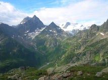 Mening van bergen in de Zwitserse Alpen Stock Foto's