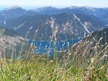 Mening van bergmeer van hierboven Stock Fotografie