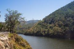 Mening van Bhumibol-Dam, Tak-provincie, Thailand Stock Foto's