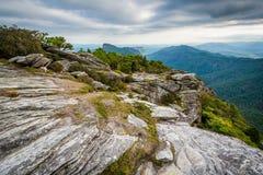 Mening van Blauw Ridge Mountains van Hawksbill-Berg, op stock fotografie
