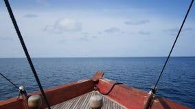 Mening van boeg van een boot die naar overzees gaan stock footage