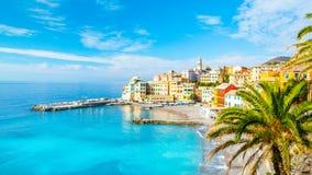 Mening van Bogliasco Bogliasco is een oud visserijdorp in Itali?, Genua, Liguri? Middellandse Zee, zandig strand en royalty-vrije stock afbeeldingen