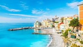Mening van Bogliasco Bogliasco is een oud visserijdorp in Itali?, Genua, Liguri? Middellandse Zee, zandig strand en stock fotografie