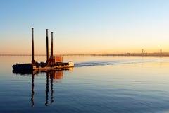 Mening van boot in de rivier van Tagus van Lissabon en Stock Fotografie