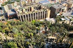 Mening van botanisch tuin en Fontvieille-kwart in Monaco stock foto's