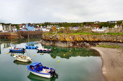 Mening van boten in Portpatrick-haven stock foto