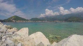 Mening van Budva en het overzees montenegro stock footage