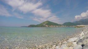 Mening van Budva en het overzees montenegro stock videobeelden