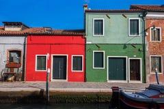 Mening van Burano-eiland, een klein eiland binnen het gebied van Venetië Venezia, beroemd voor kant het maken en zijn kleurrijke  stock foto