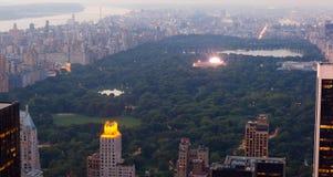 Mening van Centraal park met een muzikaal overleg in de Stad van New York royalty-vrije stock afbeelding