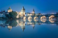 Mening van Charles-brug Praag, Tsjechische Republiek royalty-vrije stock foto's