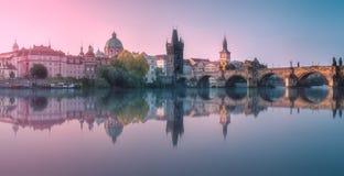 Mening van Charles-brug Praag, Tsjechische Republiek stock foto