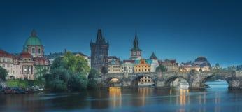 Mening van Charles-brug Praag, Tsjechische Republiek stock afbeelding