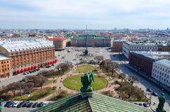 Mening van colonnade van St Isaac ` s Kathedraal op St Isaac ` s Vierkant, St. Petersburg, Rusland Stock Afbeeldingen