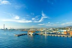 Mening van containerhaven met mooie blauwe hemel Stock Afbeelding