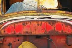MENING VAN CORROSIE OP WRAK VAN OUDE AUTO royalty-vrije stock afbeelding