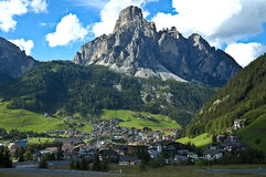 Mening van Corvara, Alta Badia - Dolomiet royalty-vrije stock afbeeldingen