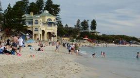 Mening van Cottesloe-Strand in de zomer perth Westelijk Australië stock foto's