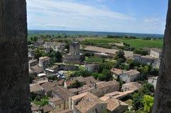 Mening van daken en wijngaarden van Saint Emilion, Frankrijk Stock Afbeeldingen