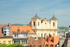 Mening van daken van oude stad en Trinitarian Kerk (1717), Bratisl Stock Fotografie