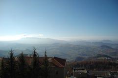 Mening van de Alpen van Onderstel San Marino stock fotografie