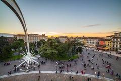 Mening van de arena van Verona Piazza Bra stock foto's