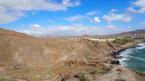 Mening van de Atlantische Oceaan en de stad Las Playitas, Fuerteventura Royalty-vrije Stock Fotografie