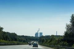 Mening van de A2 autosnelweg en Scholven-de steenkoolkrachtcentrale stock foto