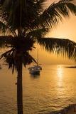 Mening van de baai bij zonsondergang in Bayahibe, La Altagracia, Dominicaanse Republiek Exemplaarruimte voor tekst verticaal Royalty-vrije Stock Afbeelding