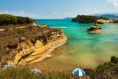 Mening van de baai van Sidari op Korfu. Kanaal d'amour Stock Foto's