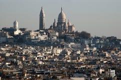 Mening van de Basiliek van Sacre Coeur van Arc de Triomphe Royalty-vrije Stock Fotografie