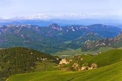 Mening van de Belangrijkste Kaukasische rand van de pas gom-Bashi Stock Foto's