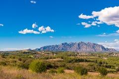Mening van de berg van Montserrat, Catalunya, Spanje Exemplaarruimte voor tekst Royalty-vrije Stock Foto