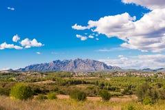 Mening van de berg van Montserrat, Catalunya, Spanje Exemplaarruimte voor tekst Royalty-vrije Stock Afbeeldingen