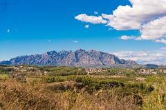 Mening van de berg van Montserrat, Catalunya, Spanje Exemplaarruimte voor tekst Stock Fotografie