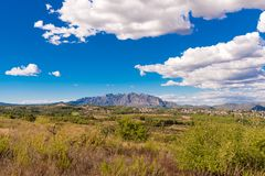 Mening van de berg van Montserrat, Catalunya, Spanje Exemplaarruimte voor tekst Stock Afbeelding