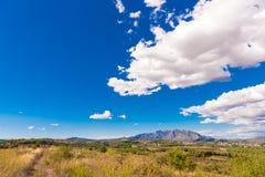 Mening van de berg van Montserrat, Catalunya, Spanje Exemplaarruimte voor tekst Royalty-vrije Stock Foto's