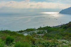 Mening van de bergen aan de Baai Inal op de Zwarte Zee Stock Foto's
