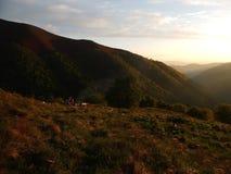 Mening van de bergen in de middagzon Royalty-vrije Stock Foto's