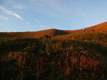Mening van de bergen in de middagzon Royalty-vrije Stock Afbeeldingen
