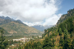 Mening van de bergen in de vallei Kullu Royalty-vrije Stock Foto's