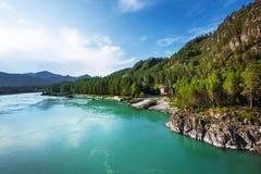 Mening van de bergrivier Katun De Altai-Zuidelijke Bergen, royalty-vrije stock fotografie